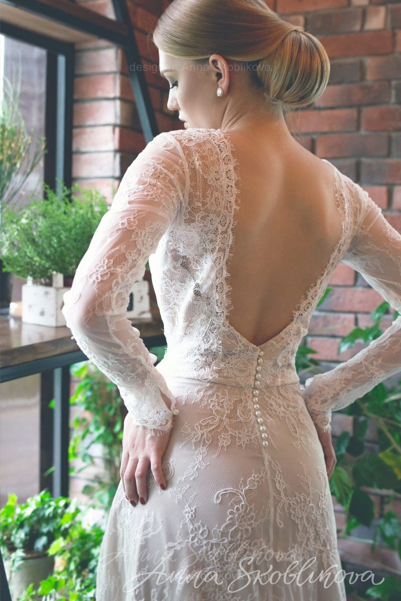 Ivory wedding dress with v-neck cut and open back by Anna Skoblikova