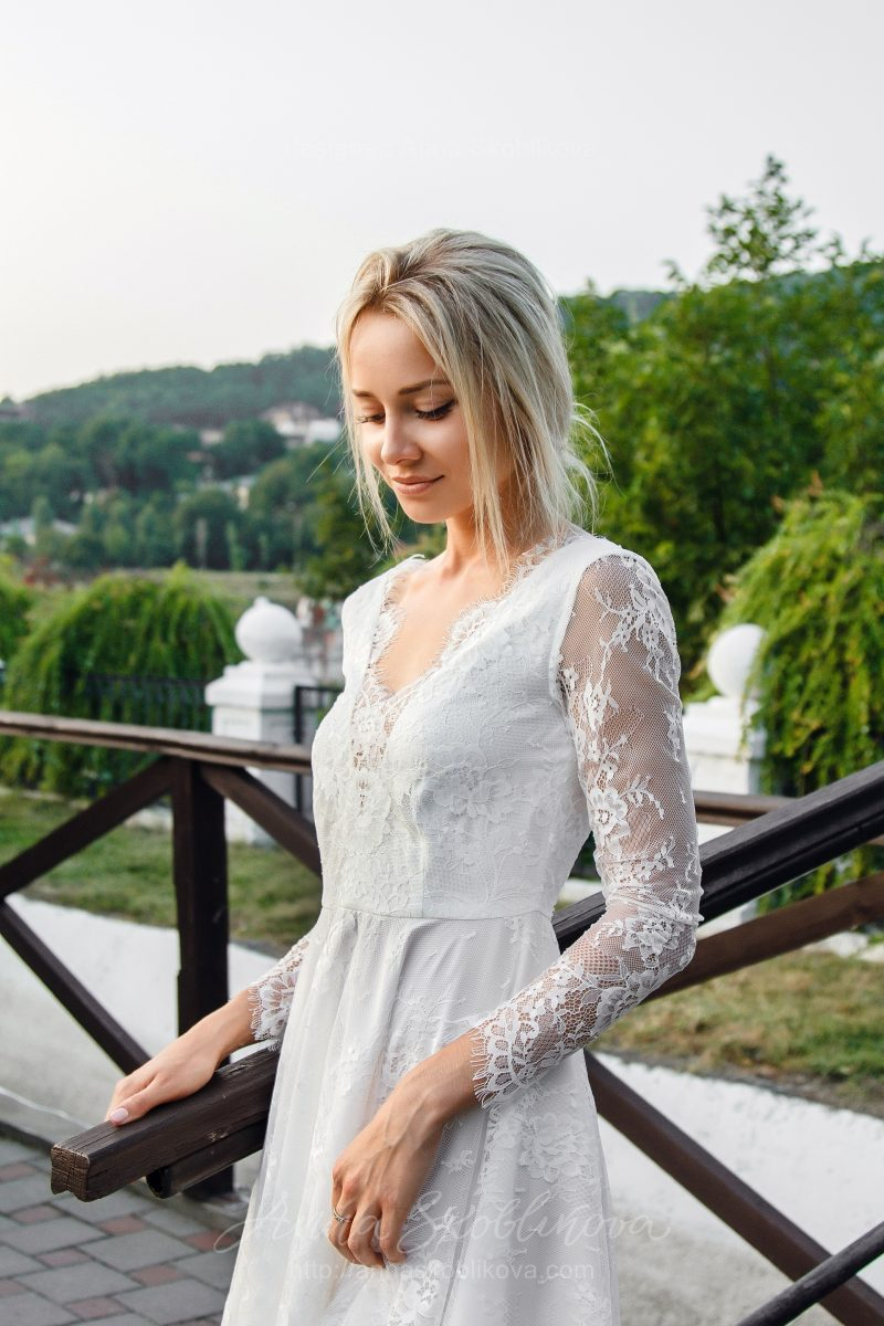 Короткое свадебное платье из кружева от Anna Skoblikova