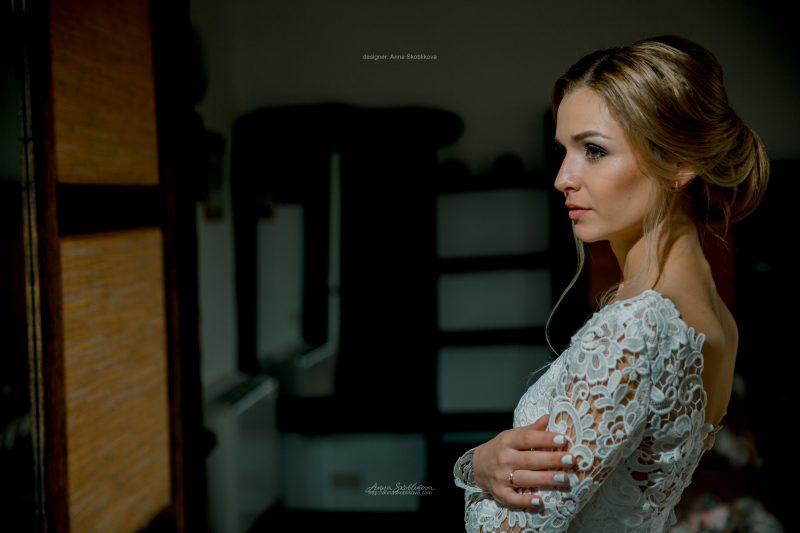 Lace wedding dress with V back by Anna Skoblikova