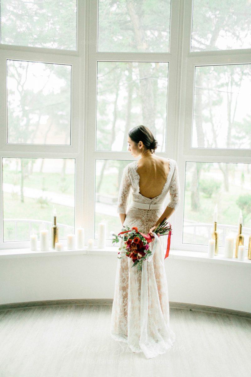 White lace wedding dress // Anna Skoblikova // 0105 // Photo 1