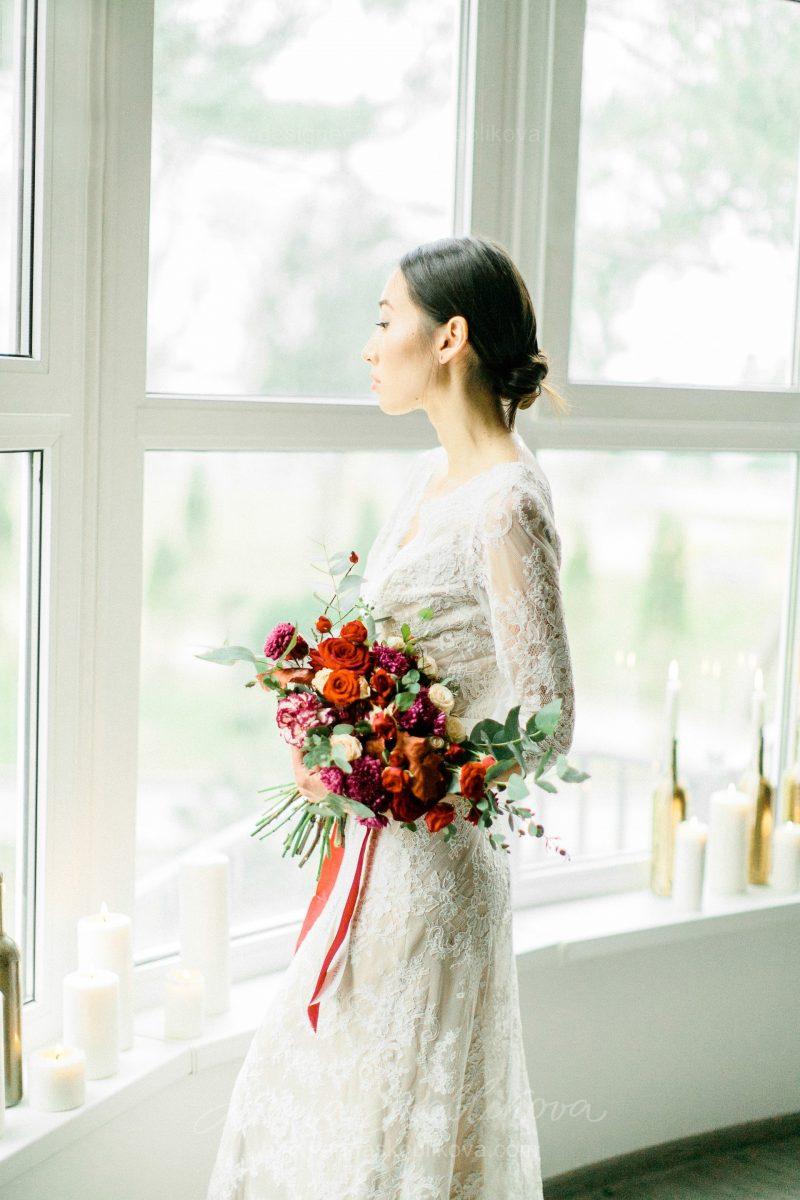 White lace wedding dress // Anna Skoblikova // 0105 // Photo 2
