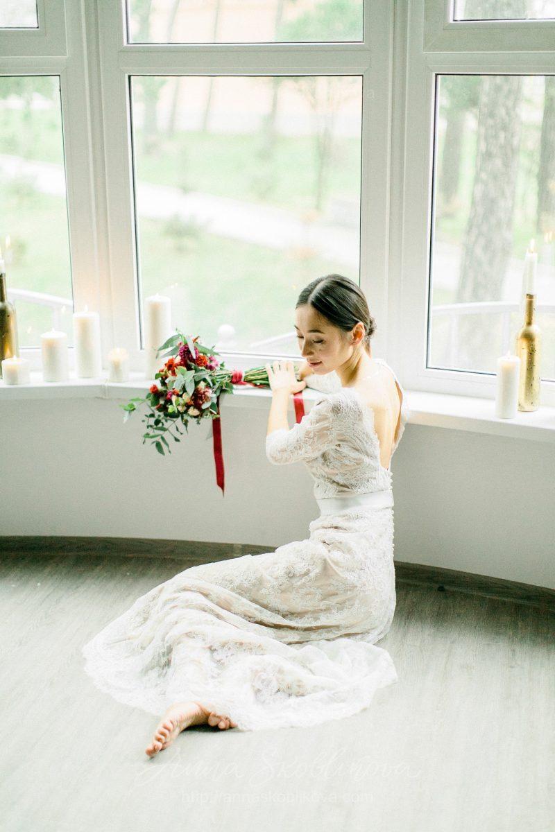 White lace wedding dress // Anna Skoblikova // 0105 // Photo 4