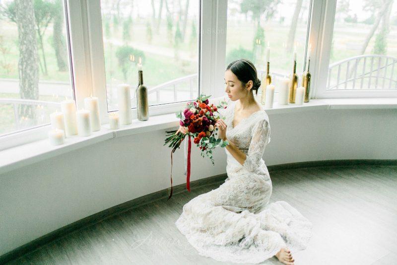White lace wedding dress // Anna Skoblikova // 0105 // Photo 5