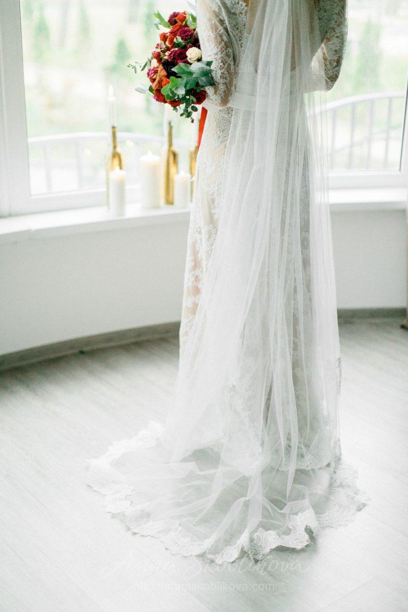 White lace wedding dress // Anna Skoblikova // 0105 // Photo 6