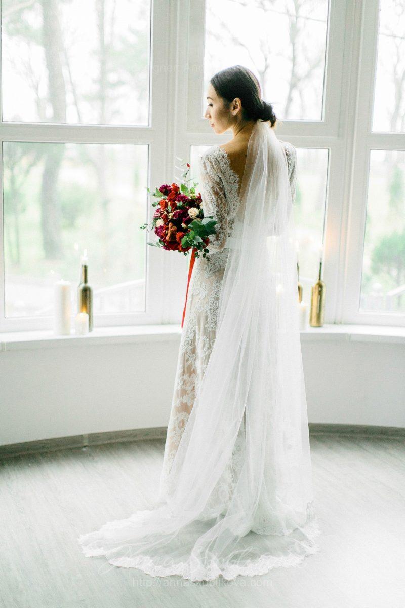 White lace wedding dress // Anna Skoblikova // 0105 // Photo 7