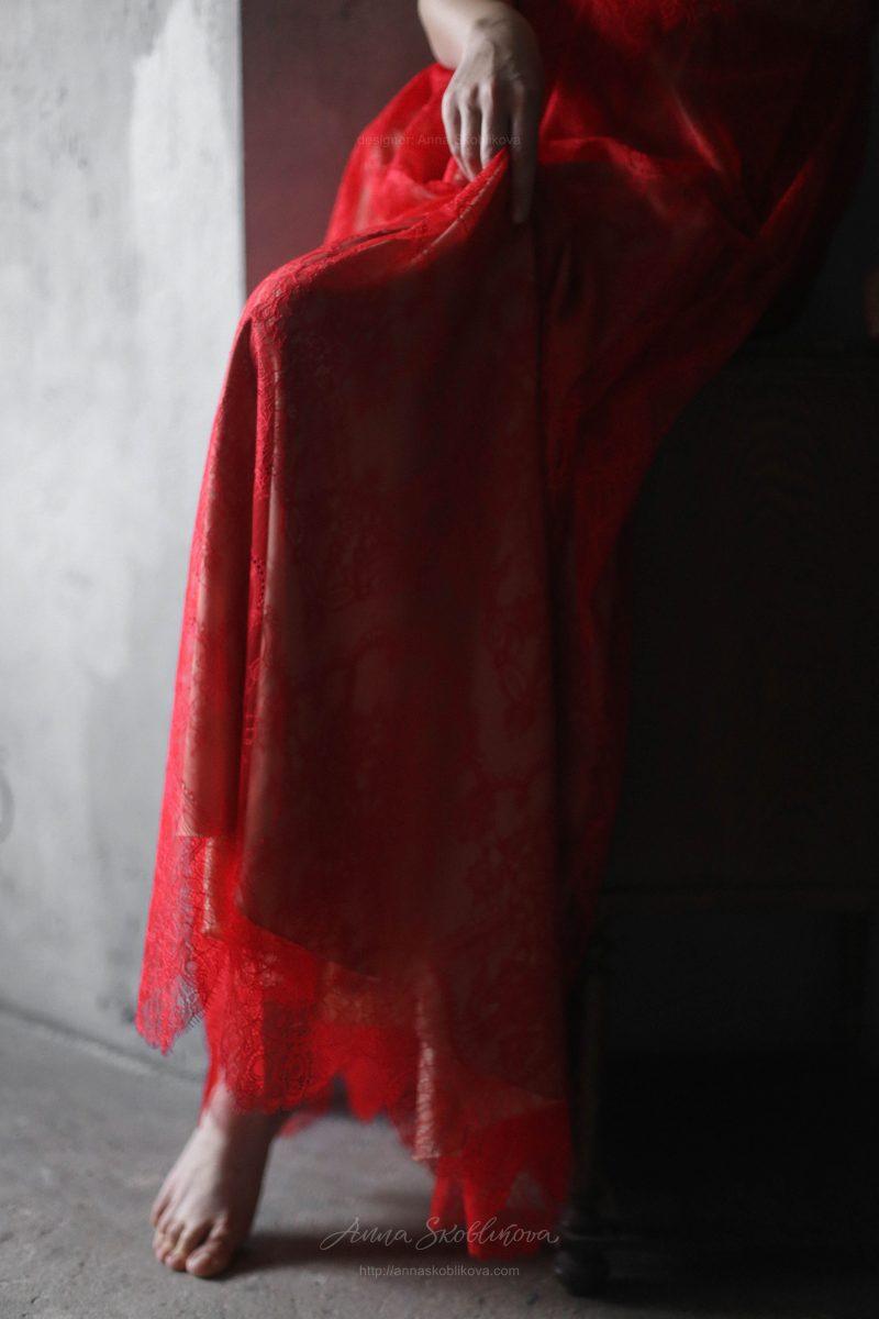 Красное вечернее платье из кружева от Anna Skoblikova