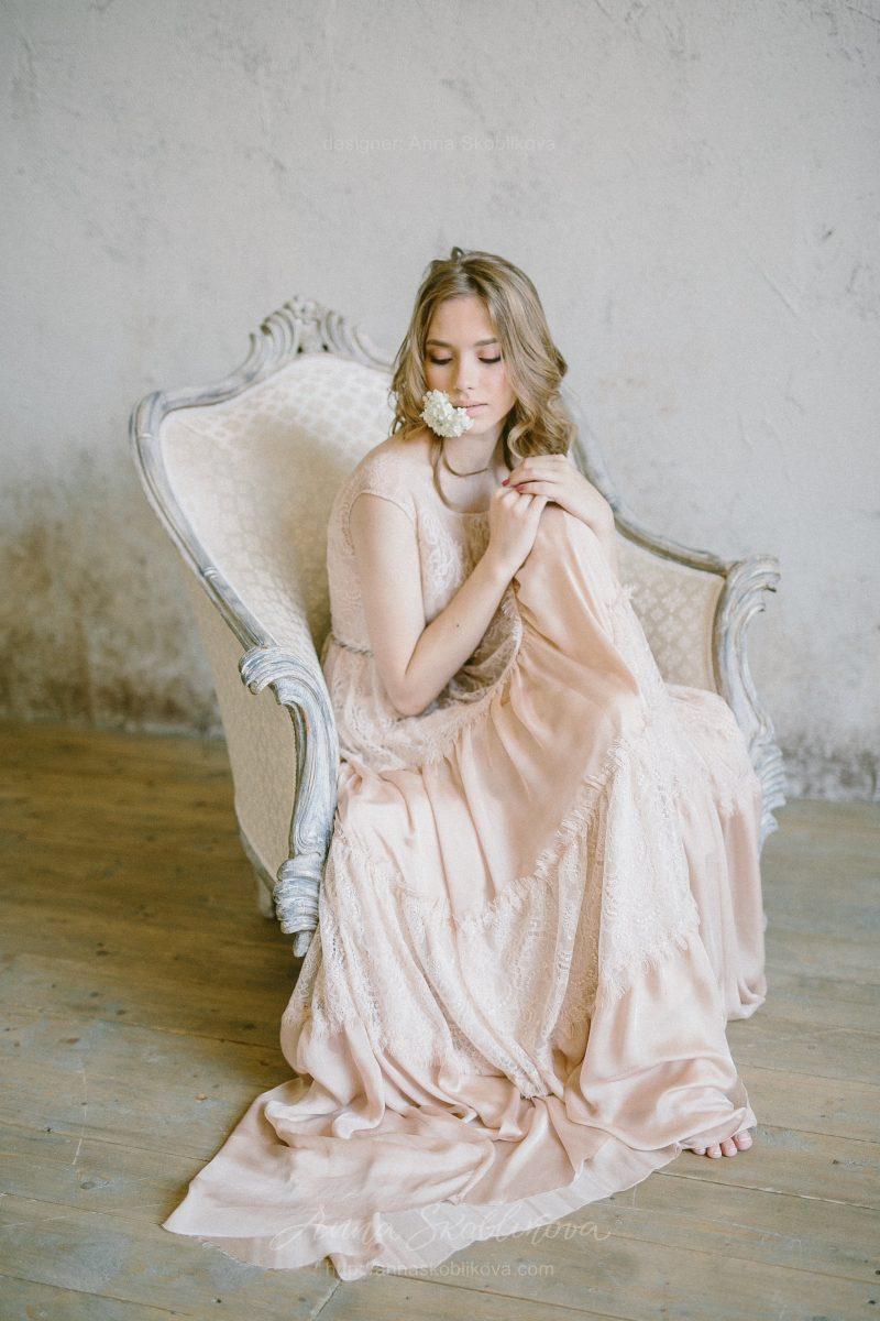 Свадебное платье бежевого цвета в стиле бохо от Anna Skoblikova