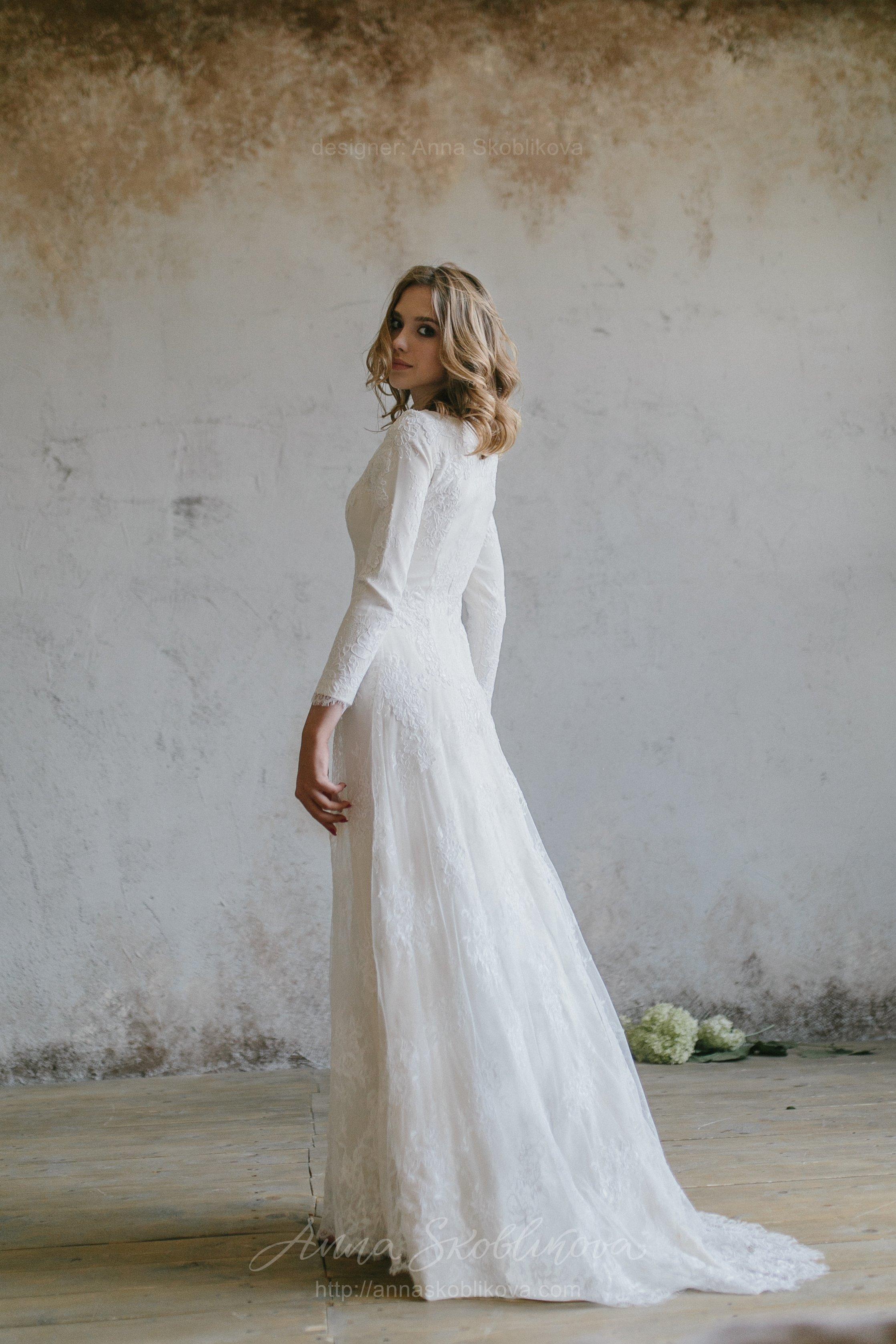 Luxurious Winter Lace Wedding Dress