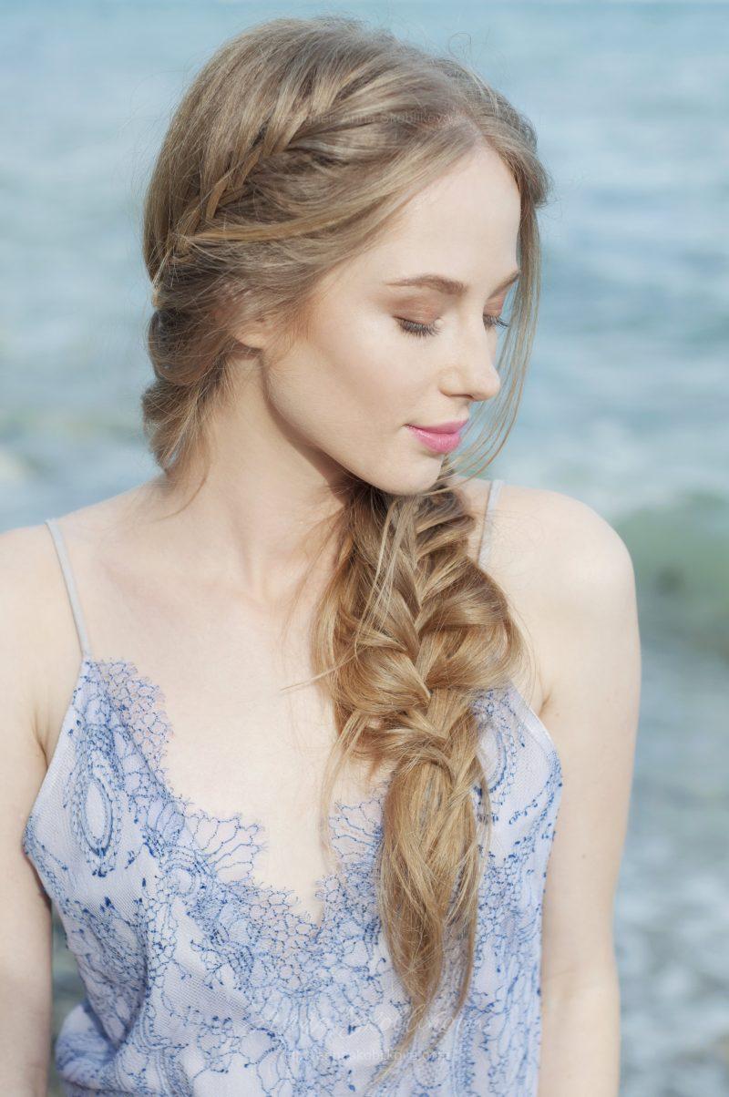 Сиреневое свадебное платье на бретелях из сиреневого кружева и серой подкладки от Anna Skoblikova