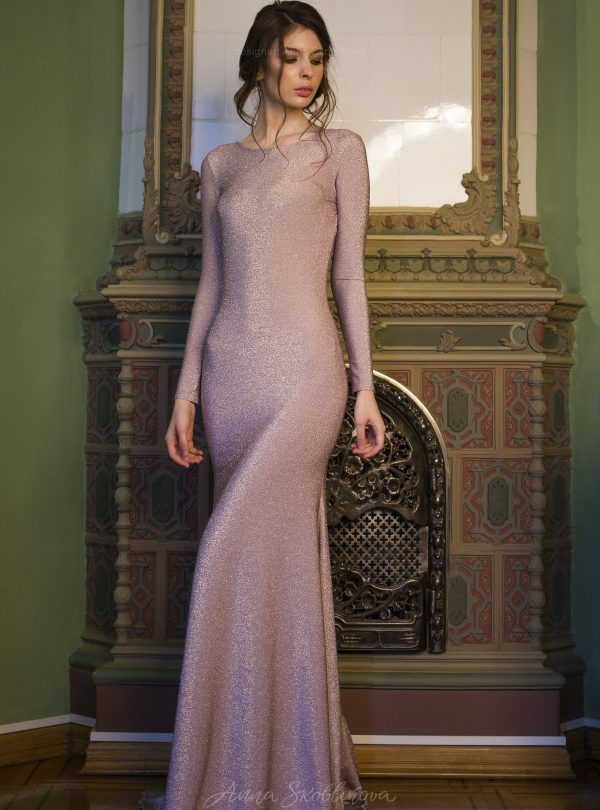 Tina – Silhouette evening dress emphasizes the curves and catches everyones attention with it's shimmer