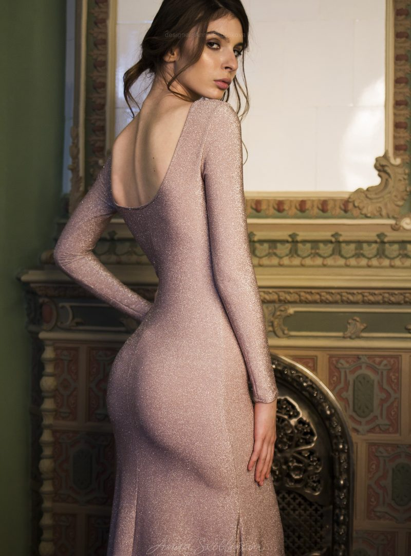 Tina - Silhouette evening dress emphasizes the curves and catches everyones attention with it's shimmer - Anna Skoblikova