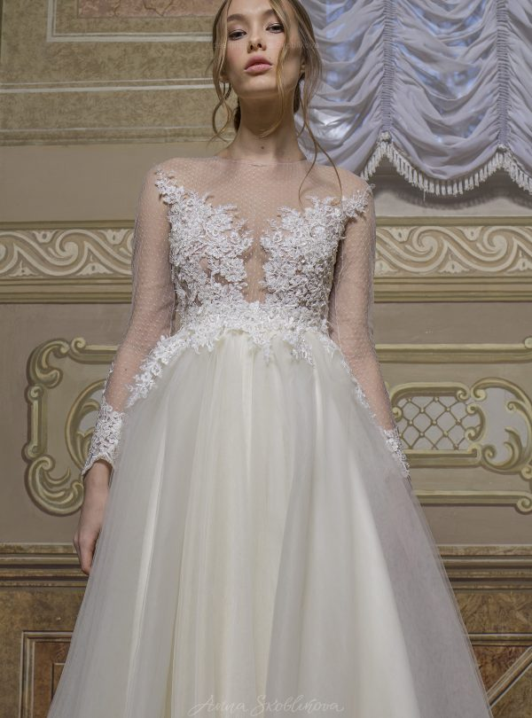 Angelina – This stunning wedding dress features the unique Haute Couture hand embroidery
