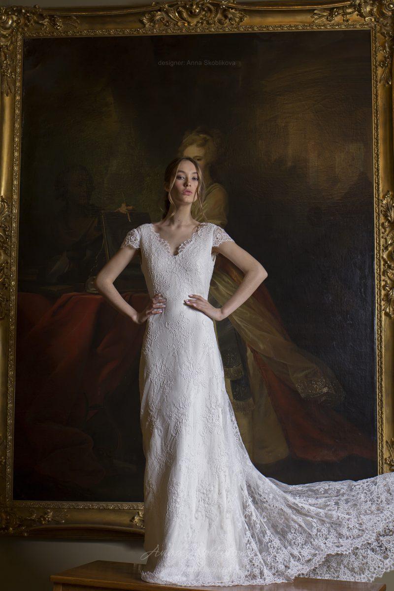Классическое кружевное свадебное платье - Euphoria - украшает геометрический вырез спинки  Anna Skoblikova