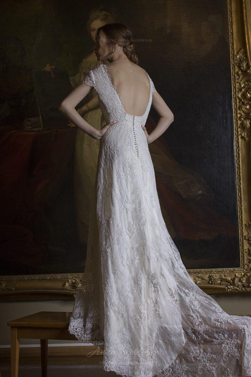 Свадебное платье украшает геометрический вырез спинки  Anna Skoblikova