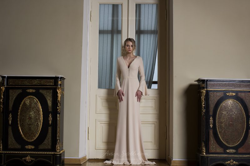 Photo 2: Fashion silhouette wedding dress \\ Anna Skoblikova
