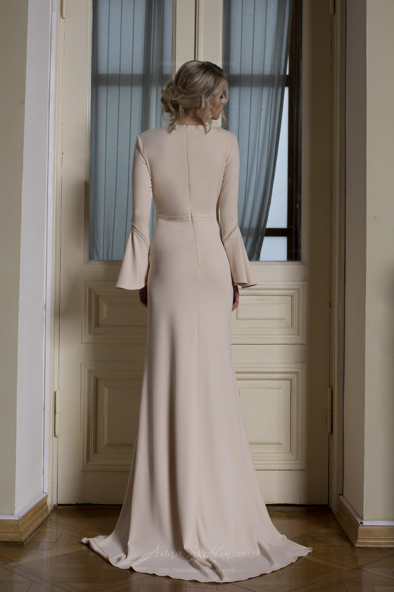 Photo 3: Wedding dress designed in understated Rustic elegant style \\ Anna Skoblikova