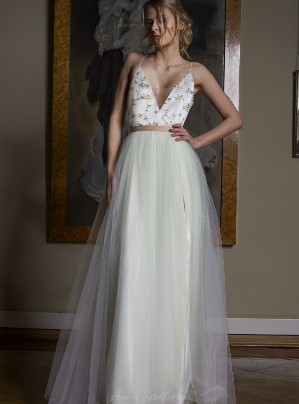 Apple Blossom – Unique designer wedding dress with a full skirt
