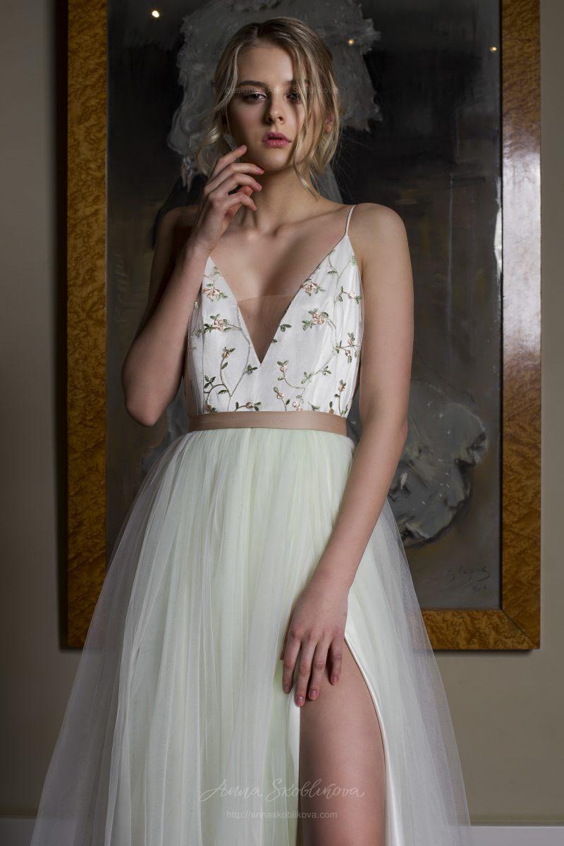 Фото 2: Свадебное платье нежного светло-зеленого оттенка со топом