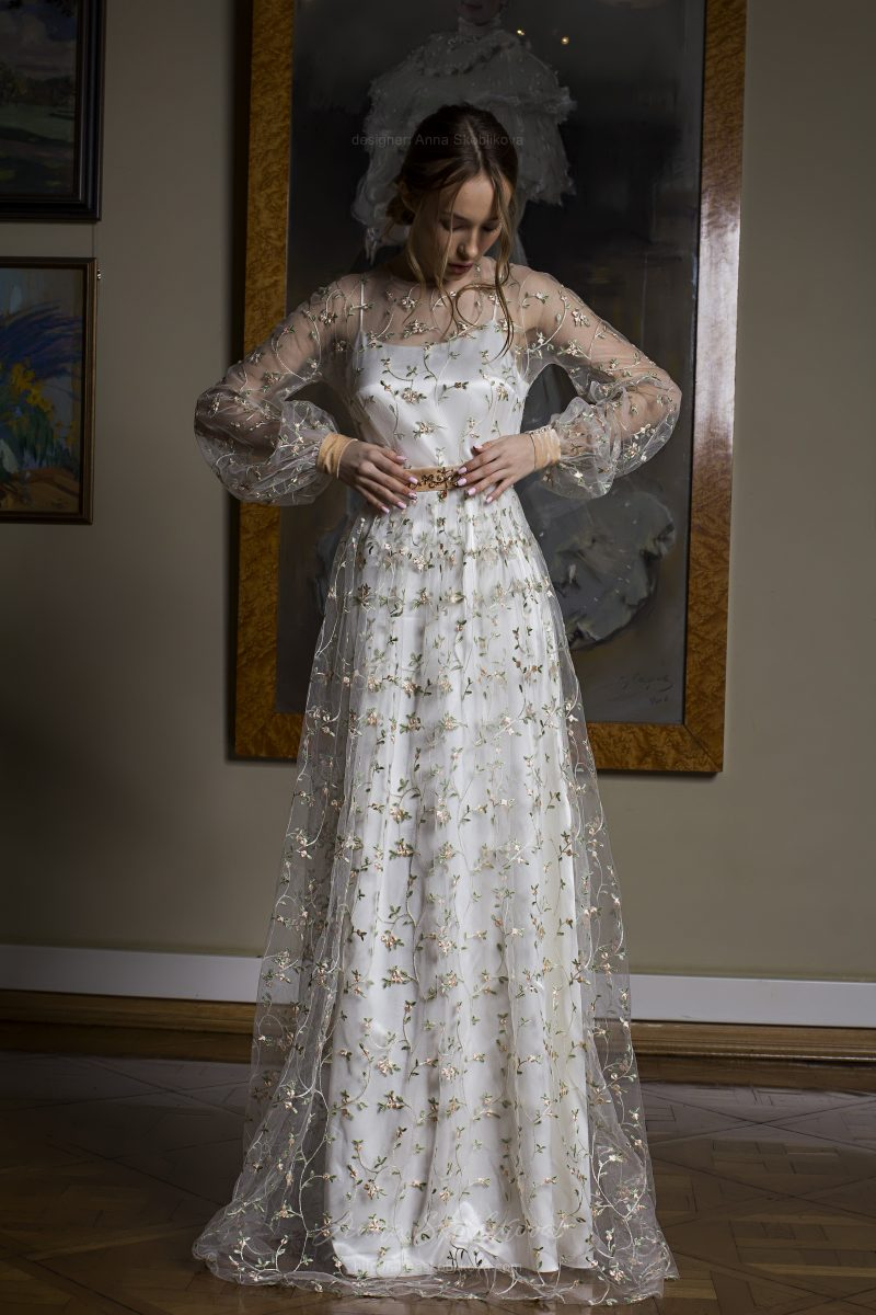 Photo 1: Elegant two layered wedding dress + floral embroidered detailing \\ Anna Skoblikova