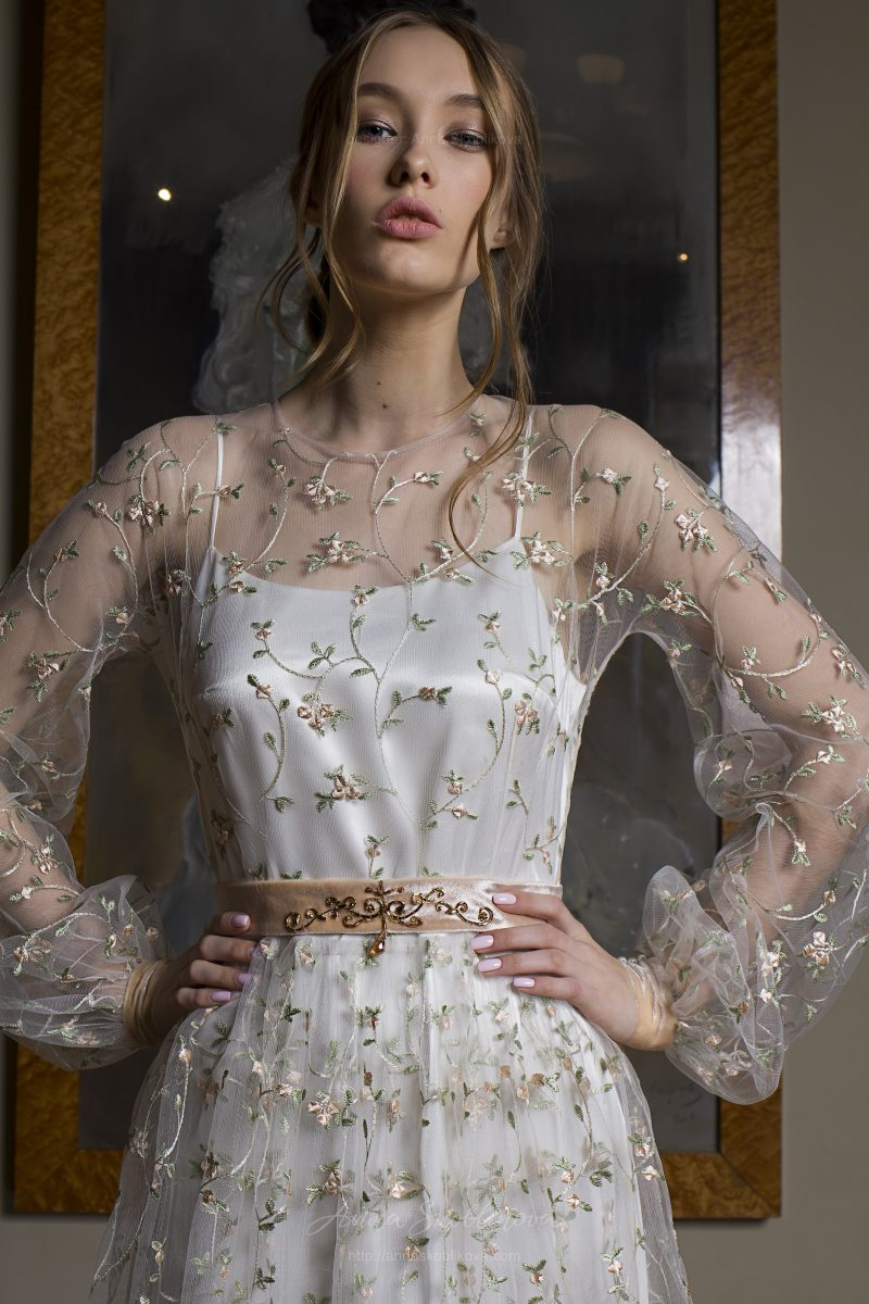 Photo 3: Elegant two layered wedding dress + floral embroidered detailing \\ Anna Skoblikova