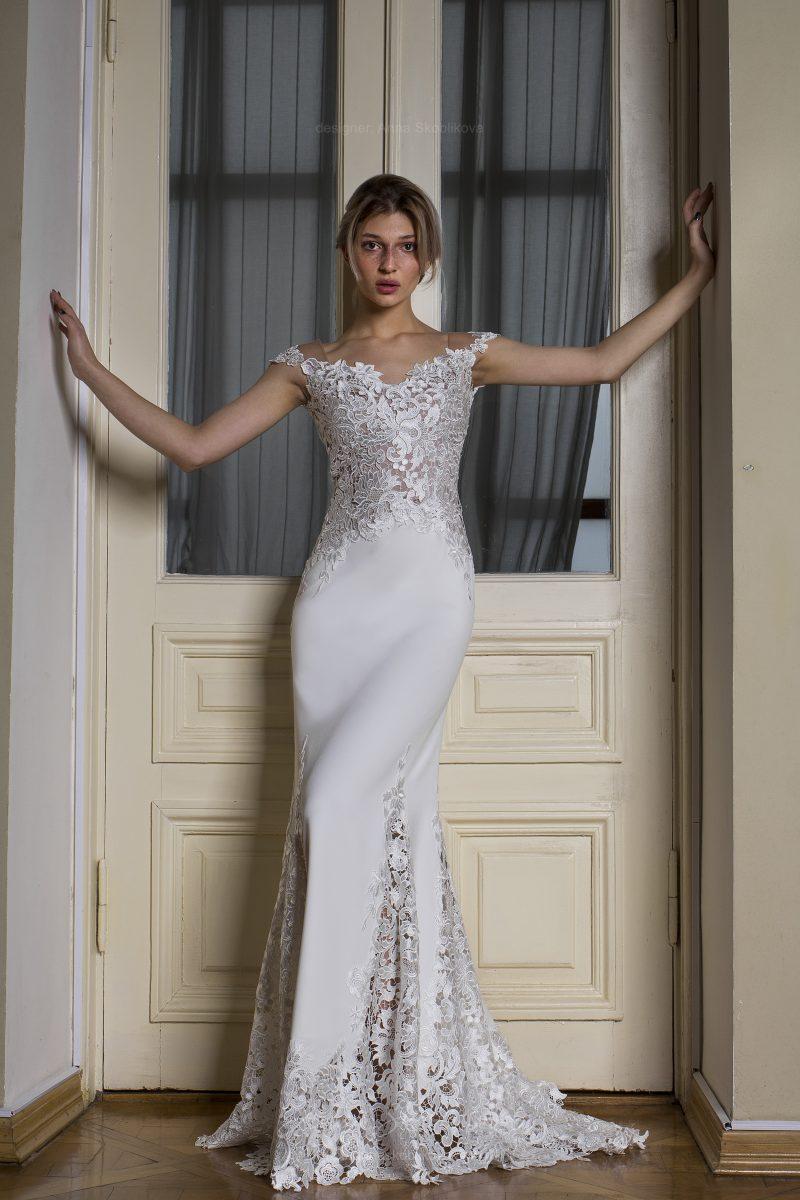 Photo 3: Lace ornament on the waist in the wedding dress \\ Anna Skoblikova