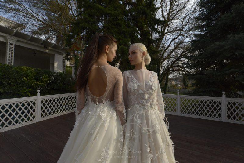Фото 3: Свадебное платье Enigma, отличает объемная вышивка перьями и цветами - Anna Skoblikova
