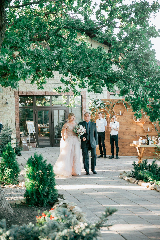Plus size wedding dress by Anna Skoblikova