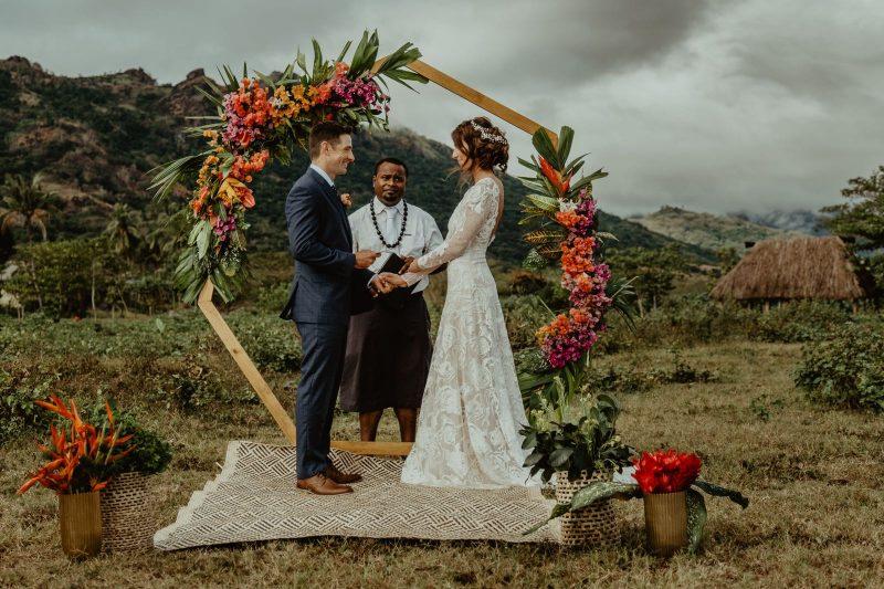 Фото 10: Свадебное платье с фактурой из роз созданной вручную - MEDEA