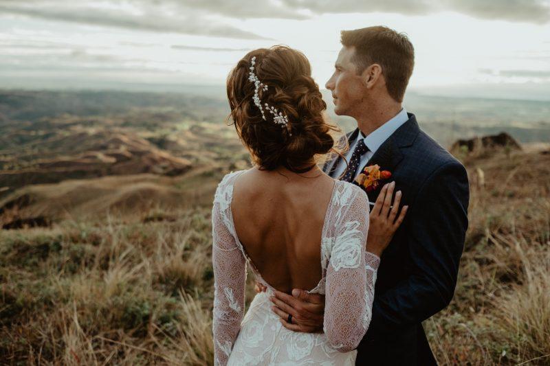 Фото 6: Свадебное платье с фактурой из роз созданной вручную - MEDEA