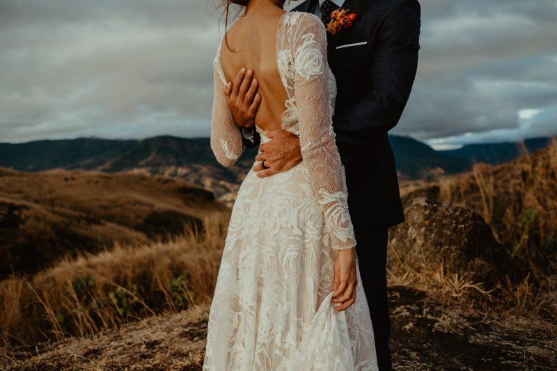 Фото 7: Свадебное платье с фактурой из роз созданной вручную - MEDEA