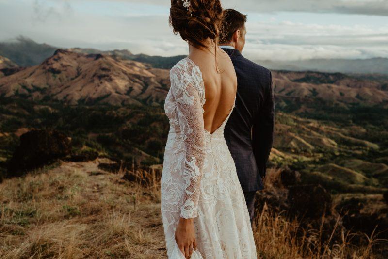 Фото 8: Свадебное платье с фактурой из роз созданной вручную - MEDEA