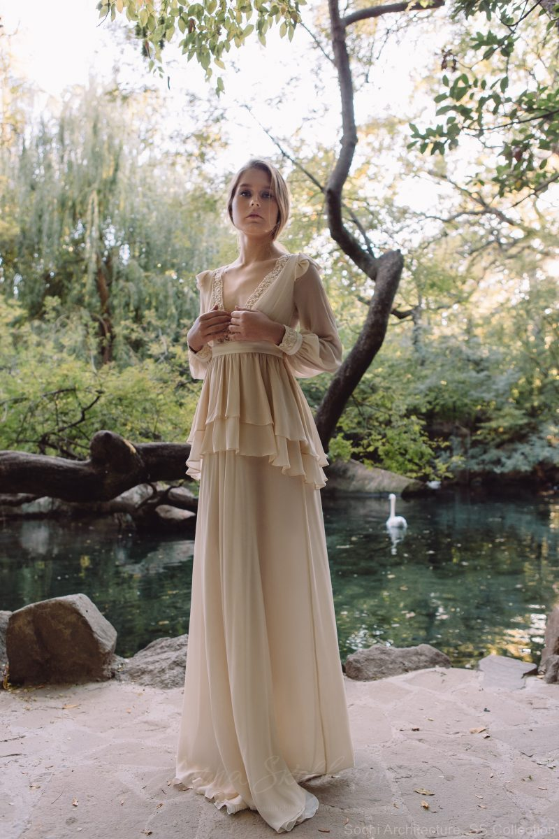 Backyard wedding dress in silk – Bojhenа : Photo 1 : Anna Skoblikova