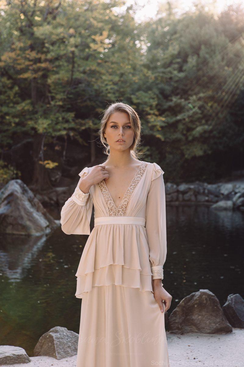Backyard wedding dress in silk – Bojhenа : Photo 6 : Anna Skoblikova