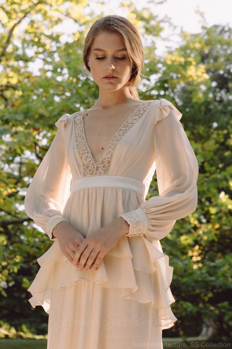 Backyard wedding dress in silk – Bojhenа : Photo 4 : Anna Skoblikova