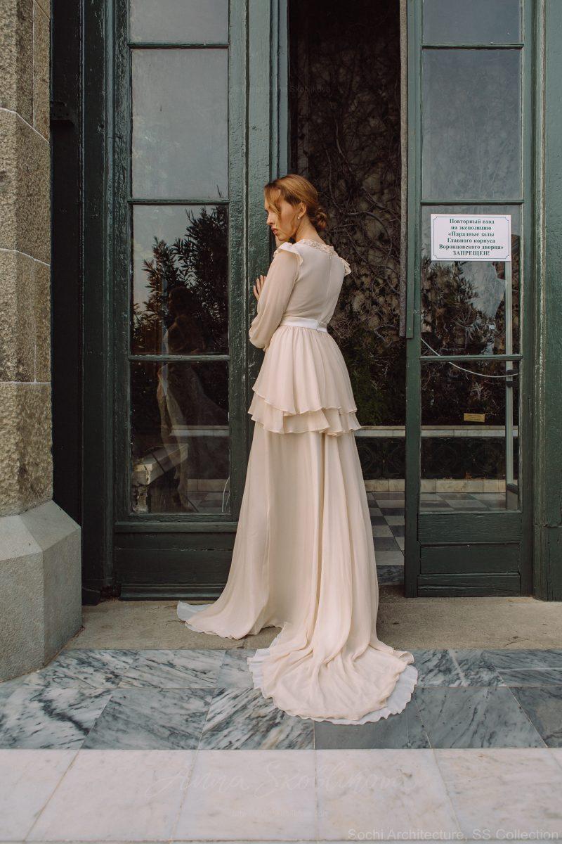 Backyard wedding dress in silk – Bojhenа : Photo 2 : Anna Skoblikova