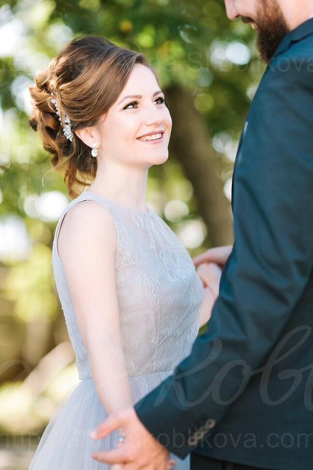 Practical wedding dress in smoky gray color/ Anna Skoblikova/ Photo 4